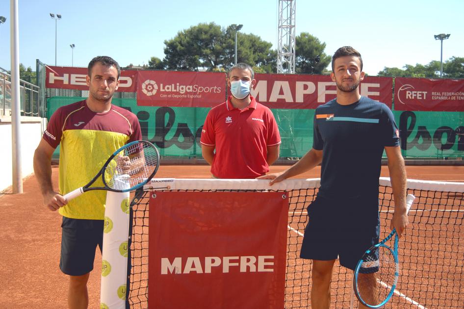 Oriol Roca supera a Javier Barranco en la final del primer torneo de la Liga MAPFRE 'Valor' de Tenis en Cornellá