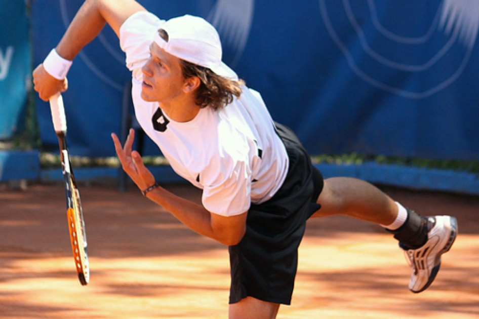 Pablo Santos supera a David Estruch en la final del Futures de Vigo